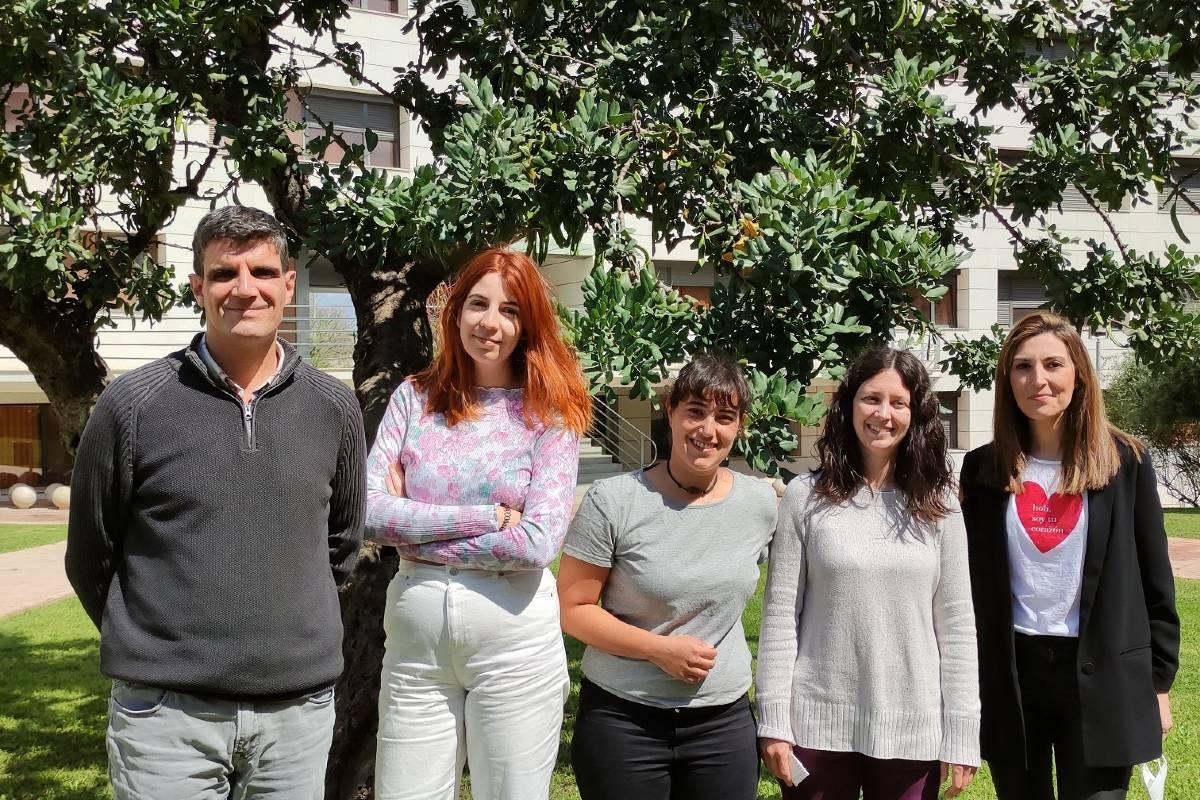 De derecha a izquierda: Esther Castillo, Marta Pérez, Clara Bueno, Júlia Alcaide y Juan Nácher.