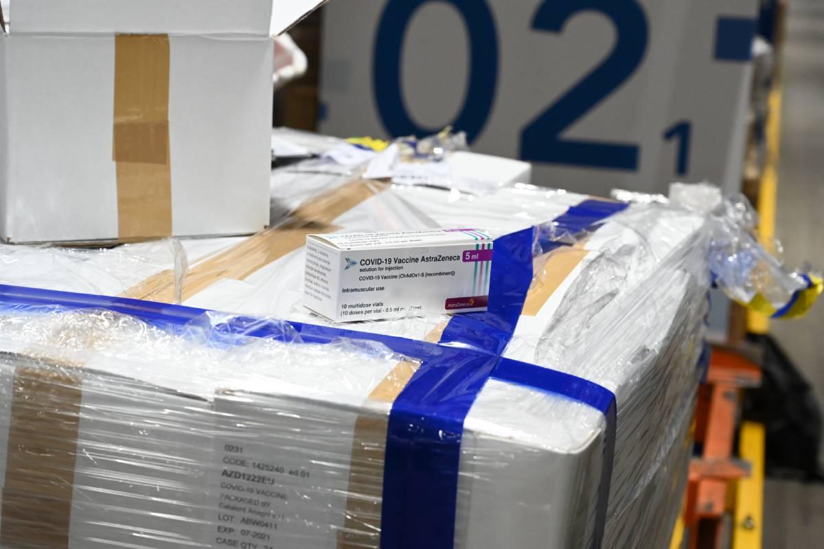 Las últimas remesas de vacunas de AstraZeneca-Oxford llegaron a España este jueves.