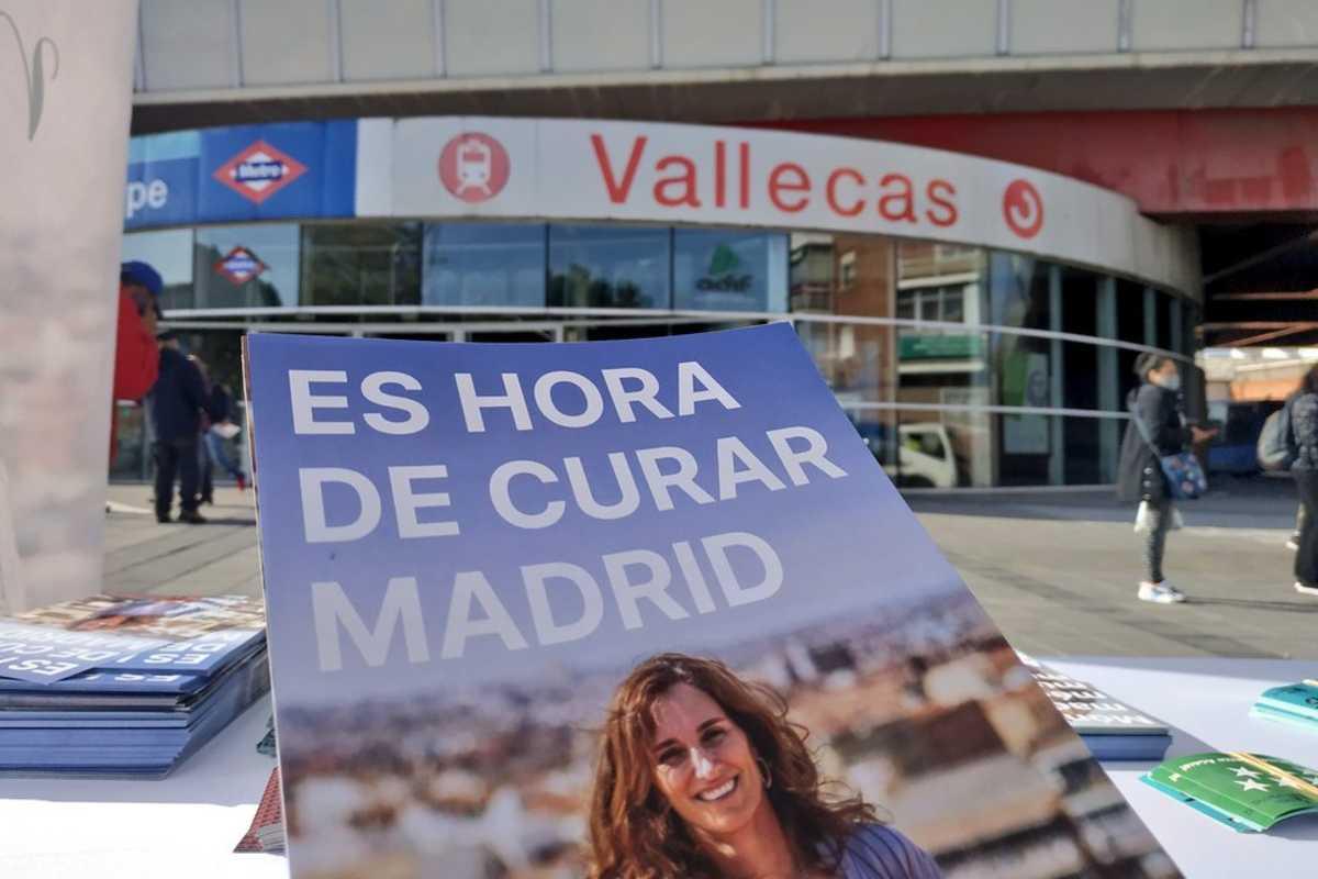 Imagen de uno de los carteles electorales de la candidata de Más Madrid, la médico Mónica García