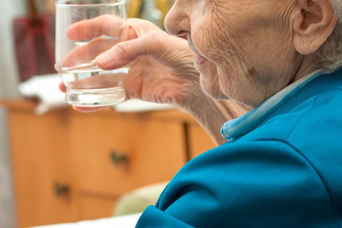 En la gran mayoría del territorio nacional no le está permitido a la farmacia comunitaria atender al paciente en su domicilio.