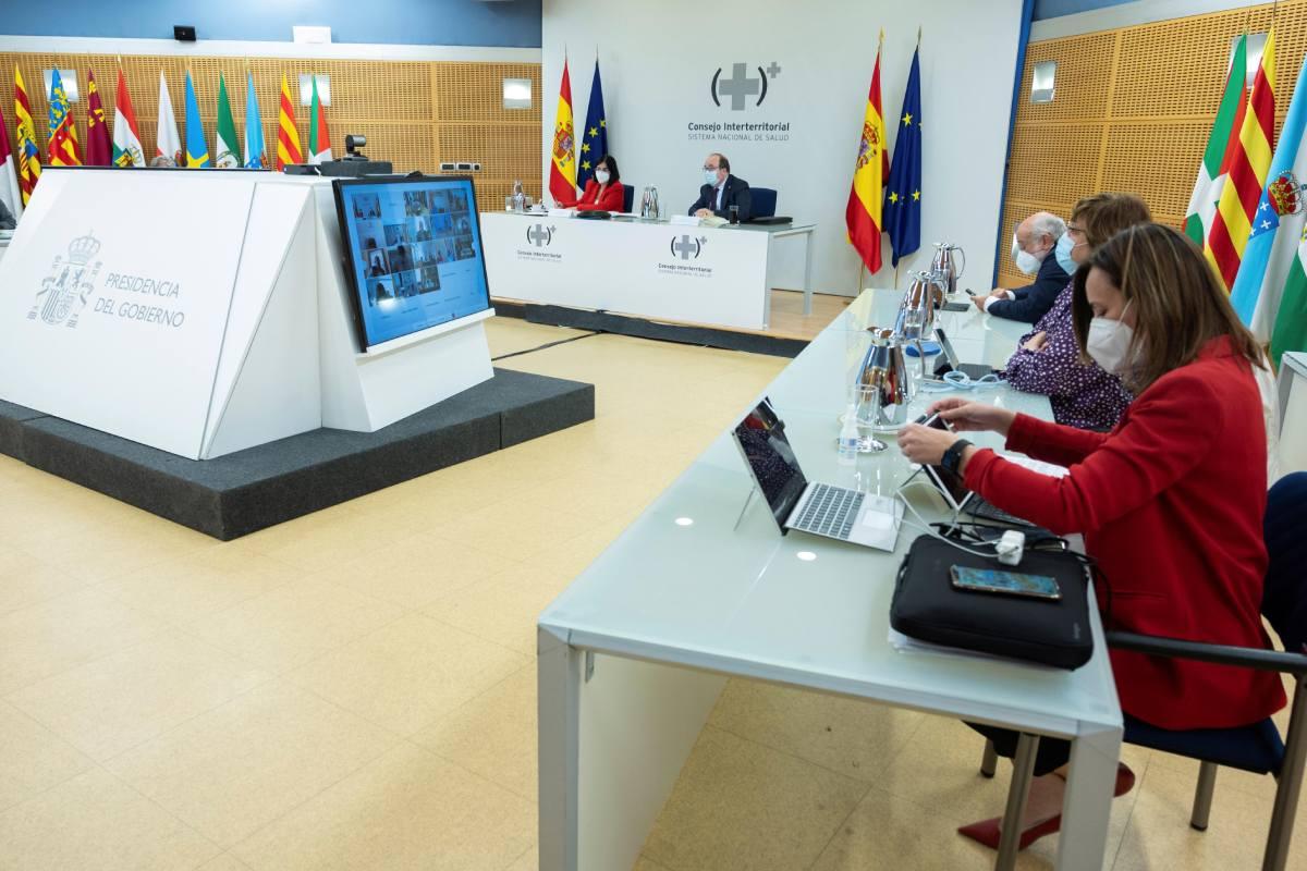 El ministro de Política Territorial y Función Pública, Miquel Iceta y la ministra de Sanidad, Carolina Darias en el Consejo Interterritorial del SNS este miércoles.