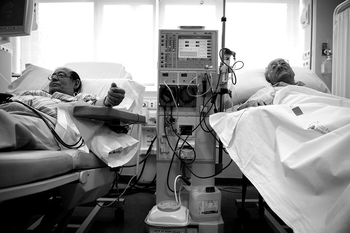Los pacientes con síndrome urémico hemolítico atípico pueden presentar alteraciones de los análisis de la función renal, e incluso puede producirse una pérdida de esta función.