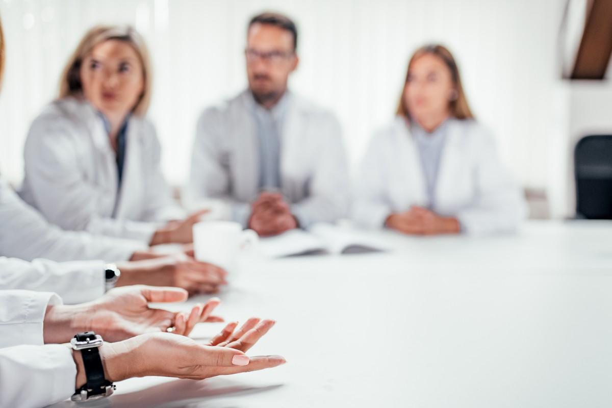 El autor destaca que la oncología es un ejemplo en el que el trabajo multidisciplinar ha reportado muchos beneficios.