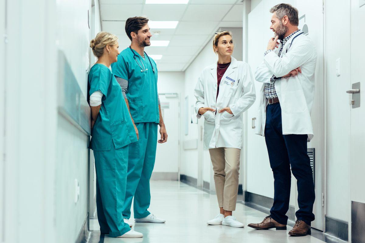 La SEFH señala que la puesta en marcha de unidades de Enfermedades Inflamatorias Sistémicas permitiría al equipo multidisciplinar compartir mejor los objetivos terapéuticos y los resultados de los pacientes.