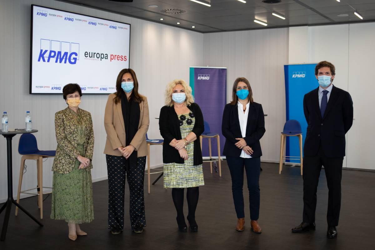 Mª Carmen Basolas (Chiesi), Olga Fidalgo (KPMG), Mª Jesús Alsar (Sanofi), Caridad Pontes (CatSalut) y Sergio Ostale (GSK).