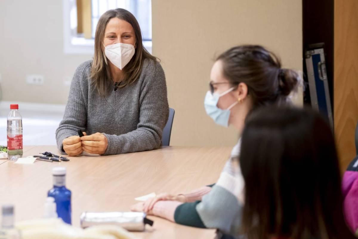 Candidatas del examen MIR 2021 esperando en el aula del Ministerio de Sanidad a que comience la prueba (José Luis Pindado)