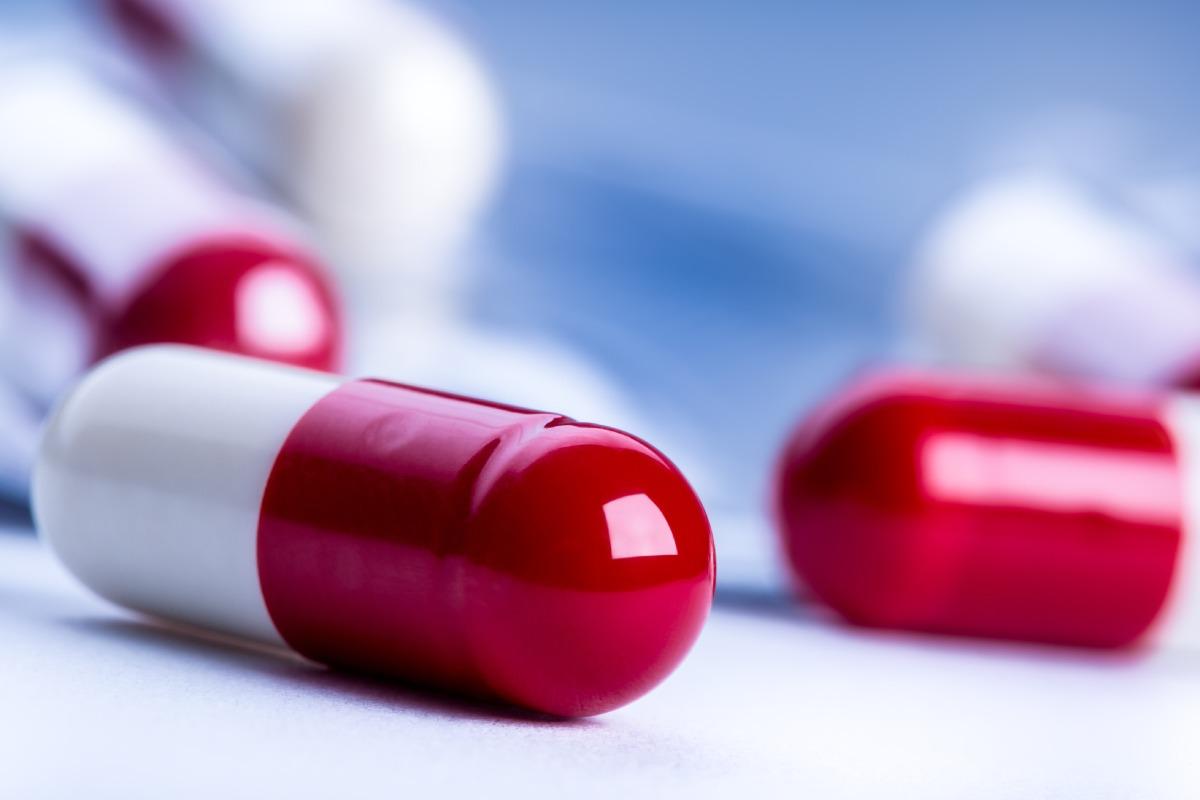 El convenio firmado entre el Servicio Andaluz de Salud y el Grupo Novartis para el envío a domicilio de medicamentos de dispensación hospitalaria tiene una duración de un año.