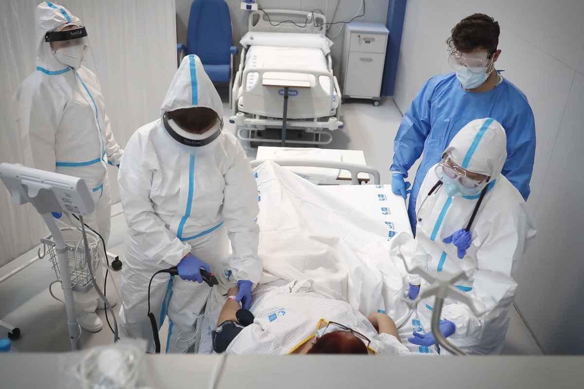 Paciente con neumonía por covid-19 ingresado en el Hospital Enfermera Isabel Zendal, de Madrid.