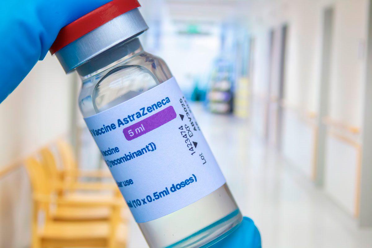 La Comisión de Salud Pública también ha pospuesto la decisión de si a estas personas se les vacunará con AstraZeneca o con otra vacuna.