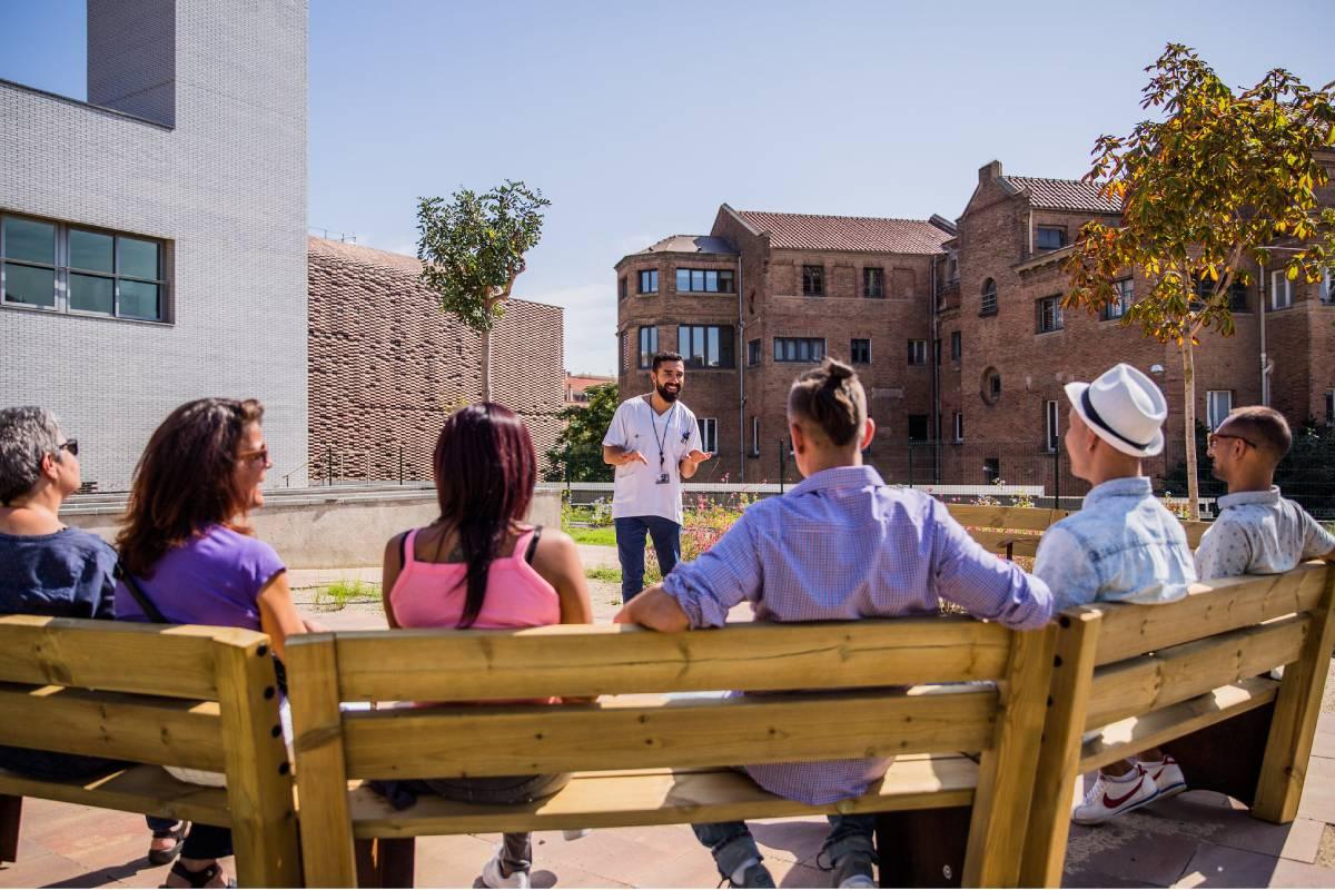 Un enfermero especialista en Salud Mental dinamiza una sesión grupal. FOTO: Aridana Creus y Ángel García (Banc Imatges Infermeres).