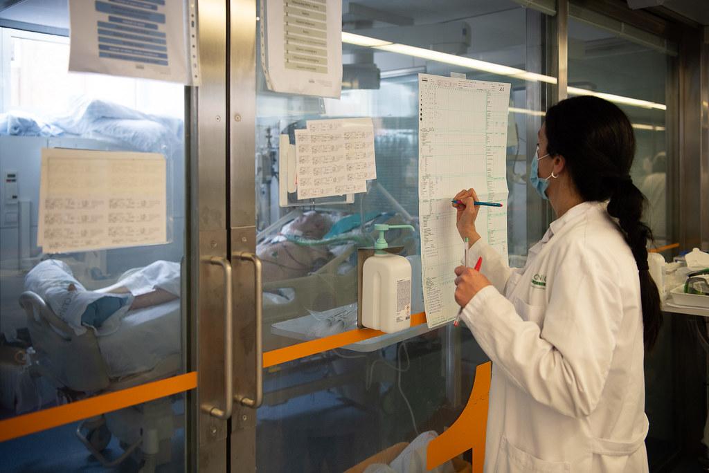 El Defensor del Pueblo ha presentado su informe anual, en el que hace balance de su actividad en 2020, con la pandemia como protagonista y un importante aumento del las reclamaciones sanitarias.