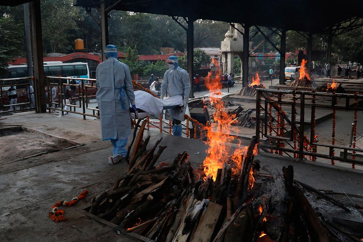 La India está sufriendo una nueva ola de la pandemia de coronavirus con centenares de muertos.