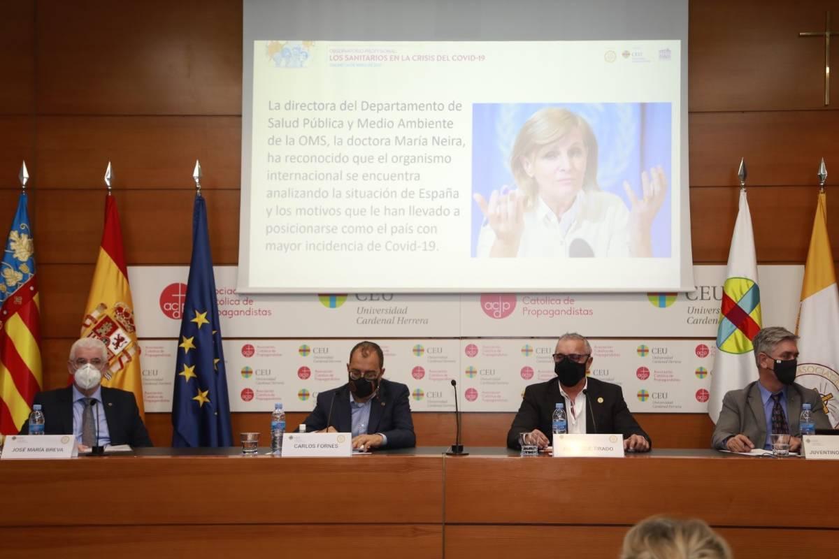 Los presidentes de los colegios de sanitarios de Valencia con Carlos Fornes, presidente de la ADSCV, en el centro durante la jornada del viernes