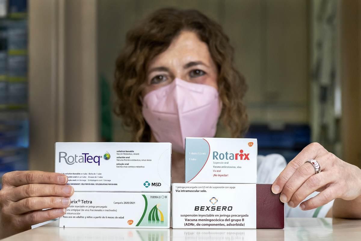 Mª Carmen Magro, coordinadora de Enfermedades Infecciosas e Inmunología de la Sefac, en la farmacia de Madrid donde trabaja. /José Luis Pindado.
