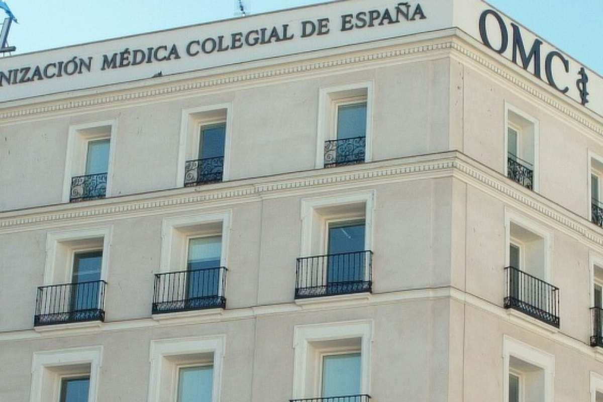 Fachada del edificio que alberga la sede del Consejo General de Colegios de Médicos, en Madrid.