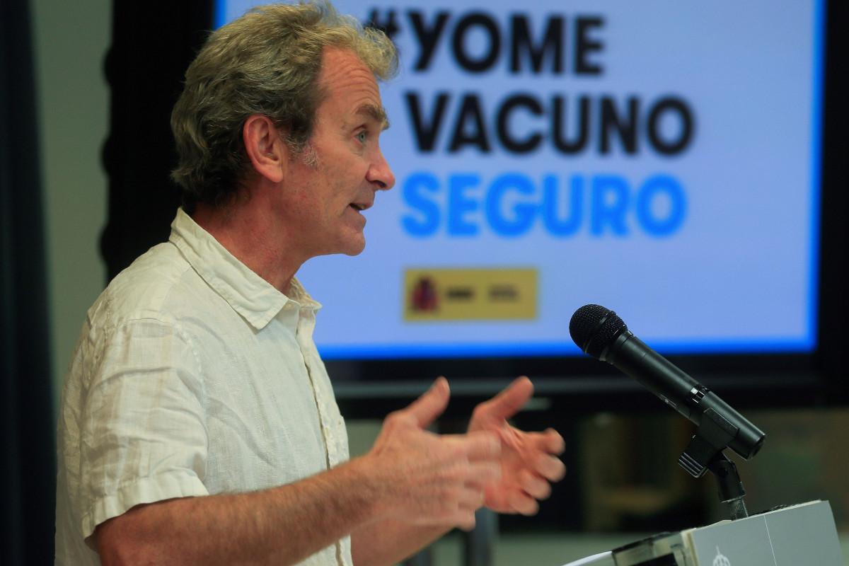 Fernando Simón ha atribuido la evolución descendente de la pandemia al avance de la vacunación.