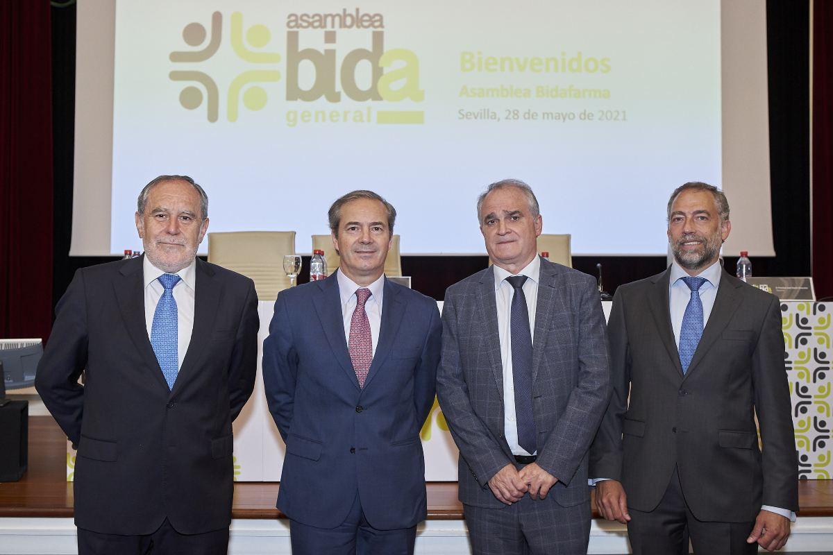 Luis Francisco Ortega, secretario del Consejo Rector; Antonio Pérez Ostos, presidente; Antonio Mingorance, vicepresidente; y Francisco José Chacón, tesorero del Consejo Rector, durante la Asamblea de Bidafarma.