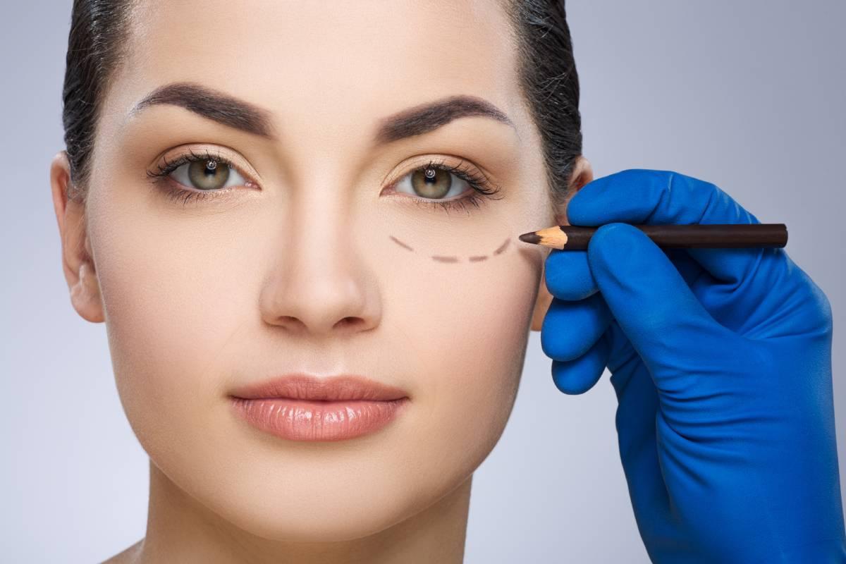 Un cirujano plástico debe ser minucioso, perfeccionista y paciente.