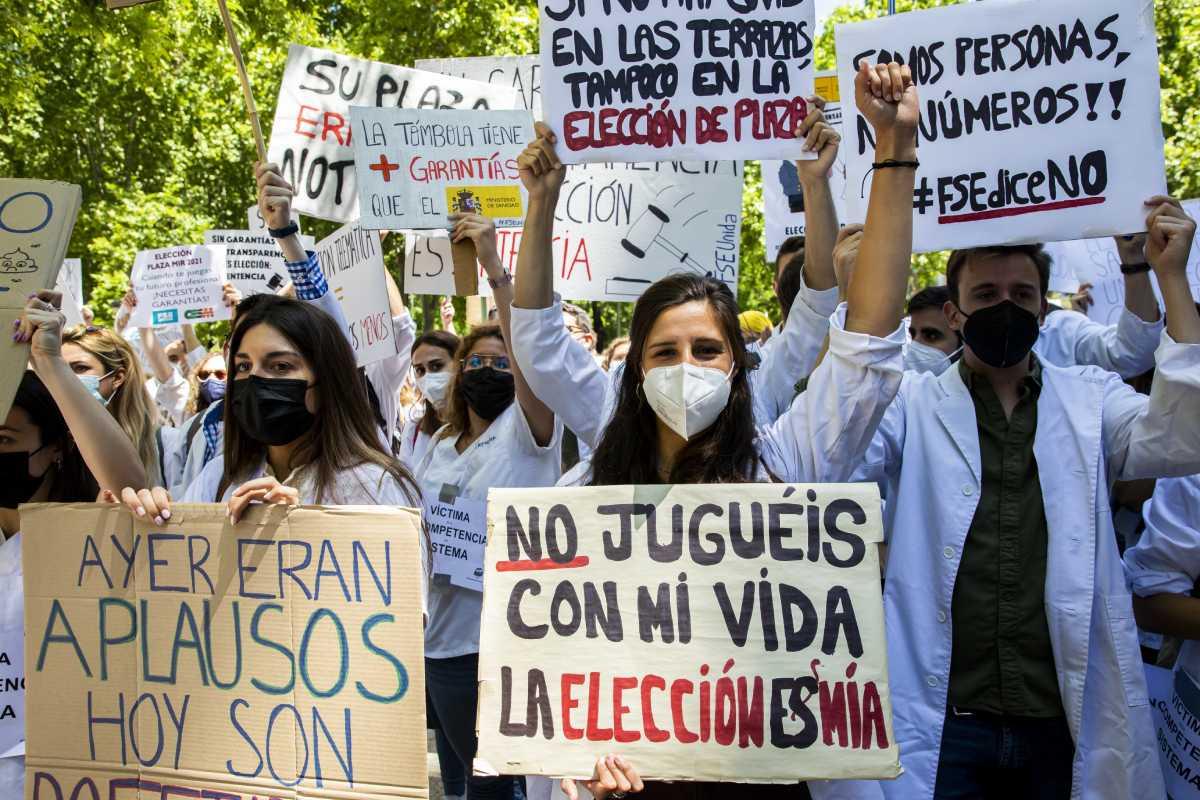 Concentración de opositores MIR ante el Ministerio de Sanidad el pasado 25 de mayo.