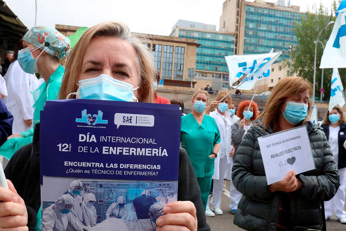 Enfermeras y enfermeros del Hospital clínico de Salamanca celebran este miércoles, 12 de mayo, el Día Internacional de esta profesión.