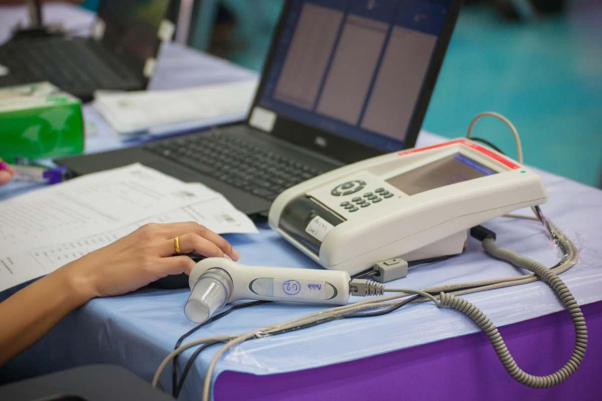 Los espirómetros portátiles que no necesitan adminsitración de fármacos podr�an ser útiles para el cribado y seguimiento de pacientes con EPOC.