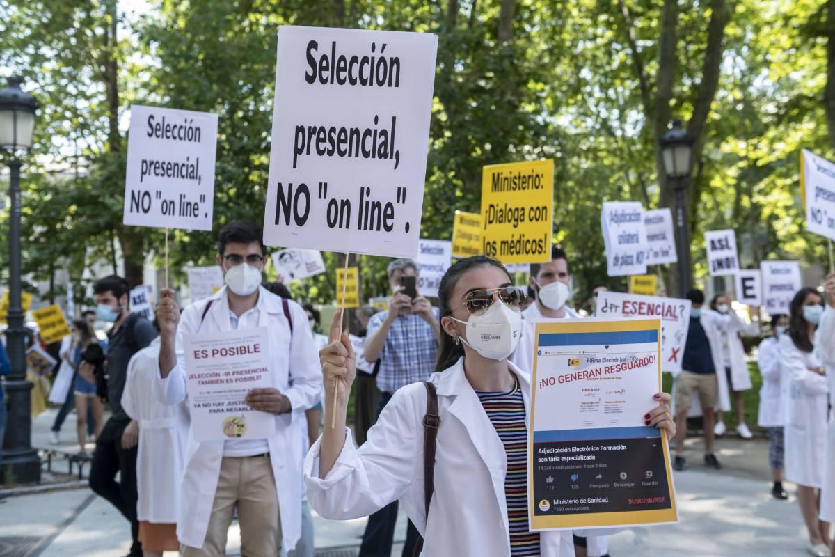 Manifestación en contra de la elección de plazas telemática en junio de 2020 (Foto: José Luis Pindado)