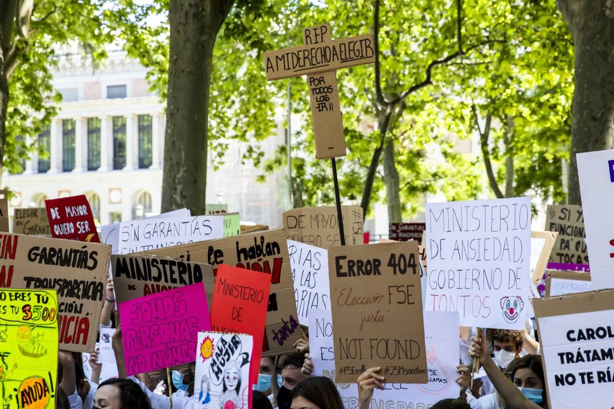 Algunos de los carteles de quienes participaron en la manifestación contra la elección de plaza telemática 2021 (Foto: Bernardo D�az)