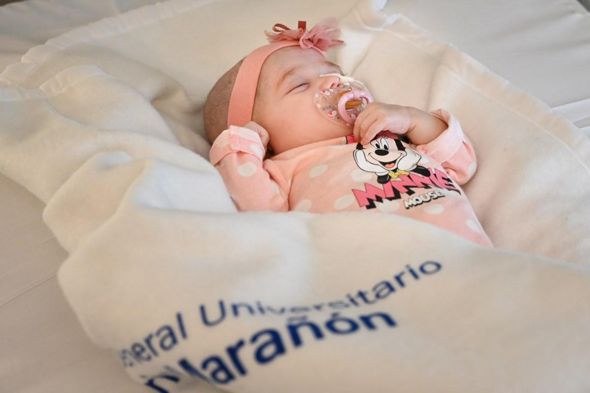 La pequeña Naiara, primera paciente en recibir un trasplante de corazón de donante en asistolia con incompatibilidad sanguínea.