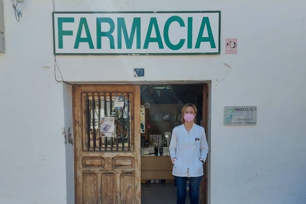 Blanca Carcelén, titular de una farmacia VEC en Benafigos (Castellón)y presidenta de la Asociación de Farmacias Rurales-VEC de la Comunidad Valenciana (Afarubec).