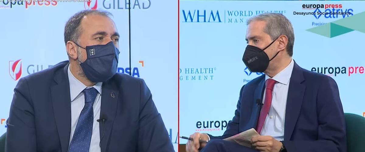 Julio Garc�a Comesaña, consejero de Sanidad de Galicia, y Javier Garc�a Vila, director de Europa Press.