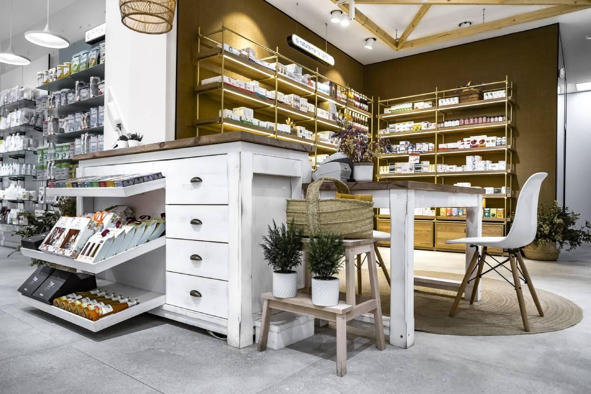 Farmacia Colon 49, de Paiporta (Valencia). Diseño de Apotheka.