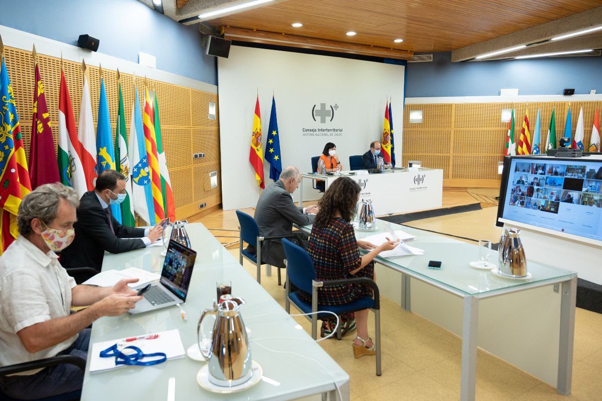 El Consejo Interterritorial de hoy no se ha pronunciado sobre el uso de mascarillas en el exterior. FOTO: Pool Moncloa/Borja Puig de la Bellacasa.
