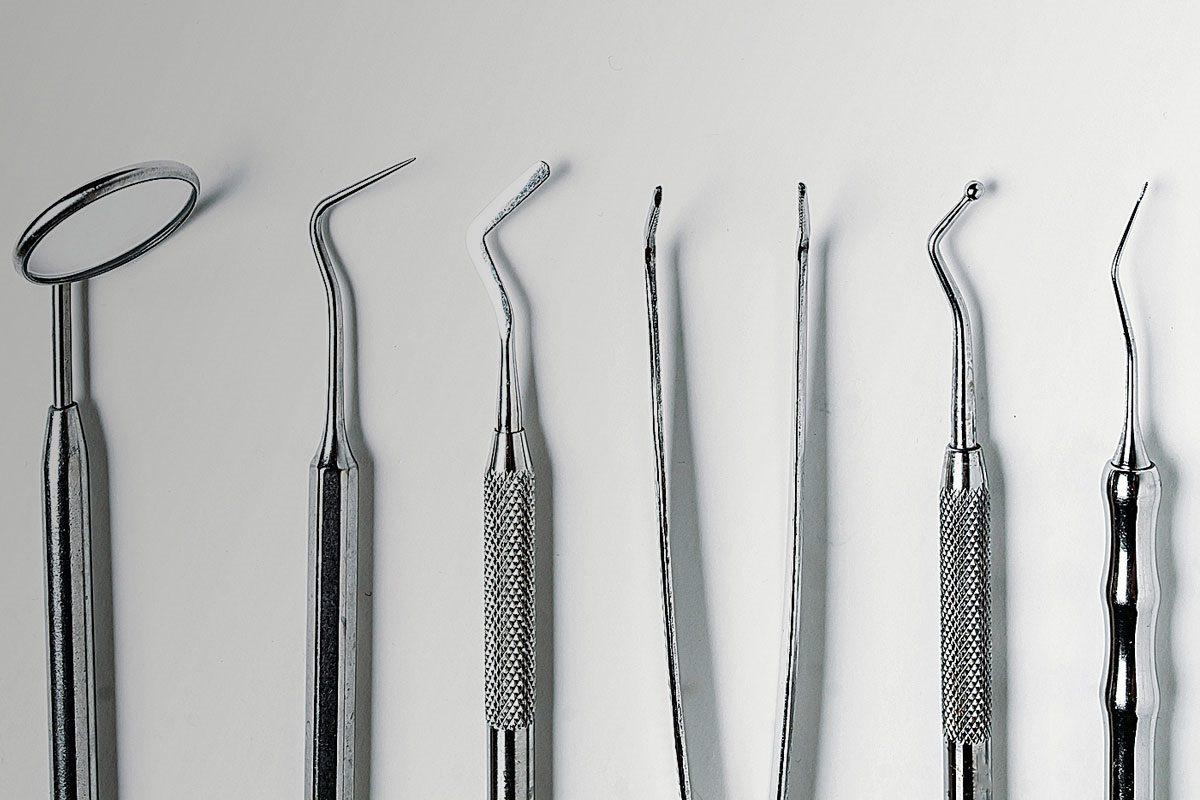 Imagen de instrumentos que se utilizan en la consulta de Odontología.