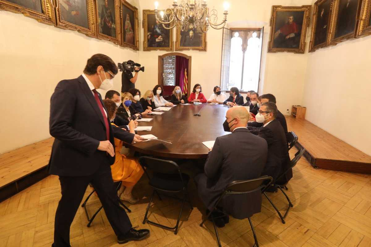 Salvador Illa con su 'gobierno alternativo' de Cataluña. Foto: PSC