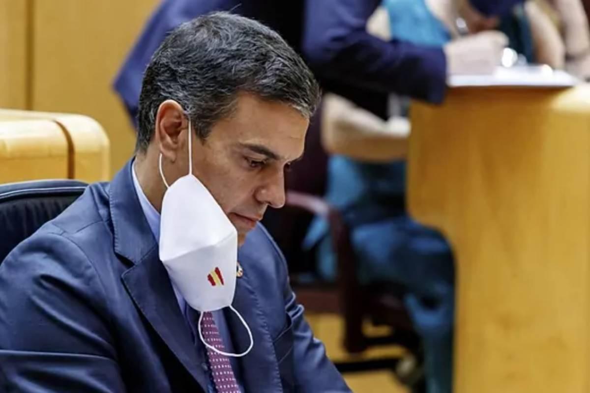 El presidente del Gobierno, Pedro Sánchez, ha anunciado el fin de las mascarillas en espacios abiertos, pero se mantendrán en espacios cerrados.