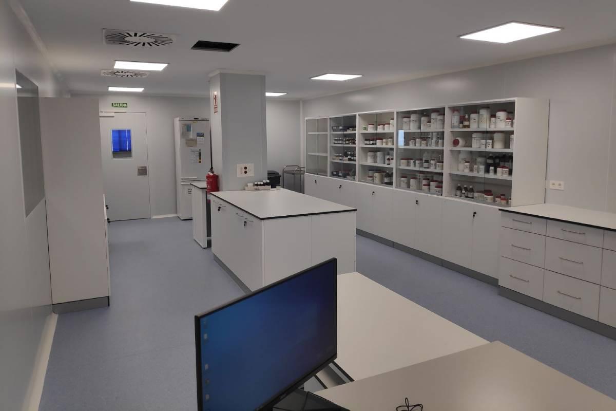Laboratorio de Formulacíón no estéril en las Salas Blancas del HU Torrecárdenas, de Almería.