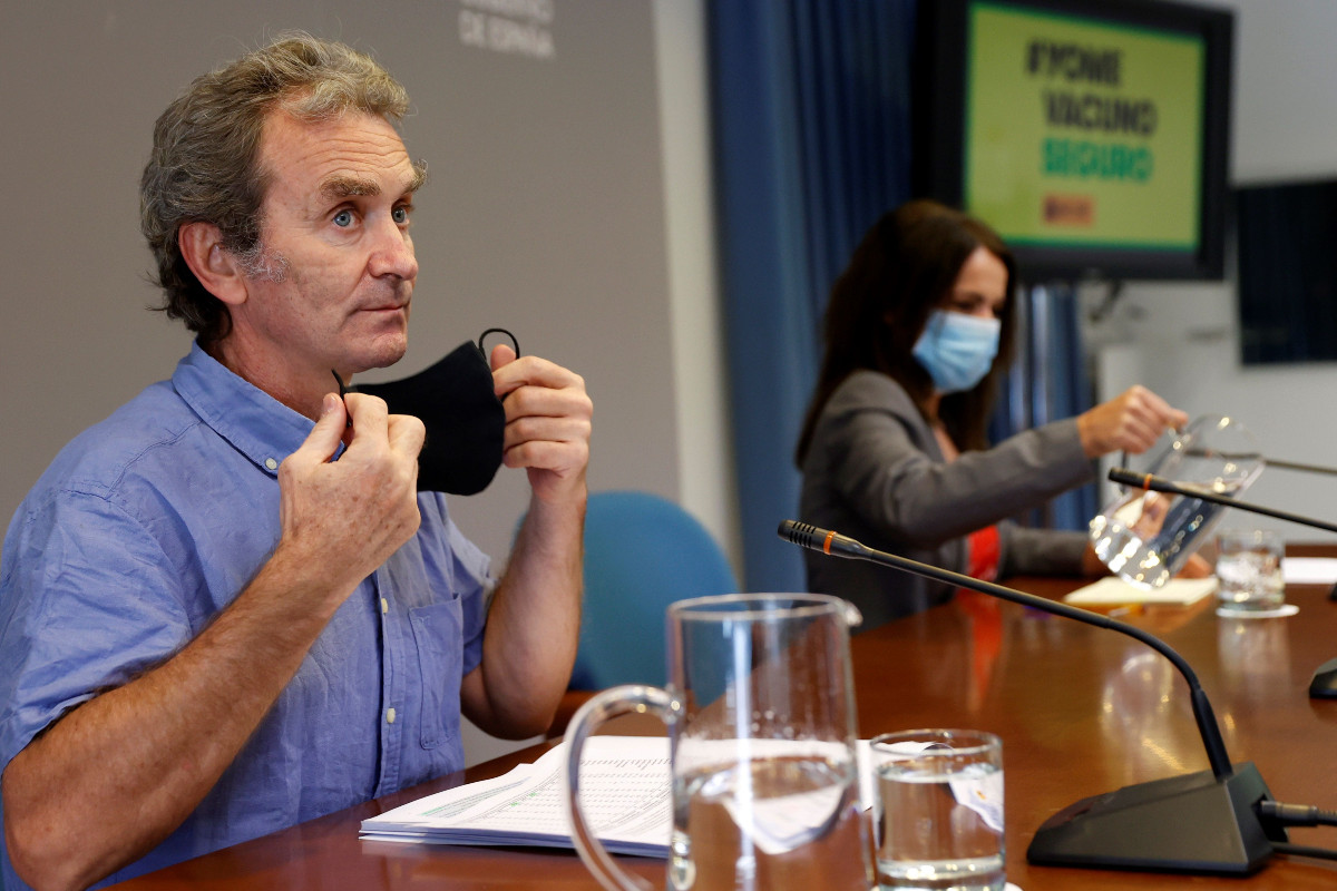 Fernando Simón, director del CCAES, y Silvia Calzón, secretaria de Estado de Sanidad, han informado este lunes sobre los últimos datos de la pandemia de covid-19.
