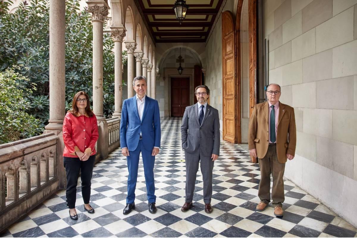 Susana Puig, directora de la cátedra; Juan Naya, CEO de Isdin; Joan Guàrdia, rector de la UB, y Antoni Trilla, decano de la Facultad de Medicina de la UB.