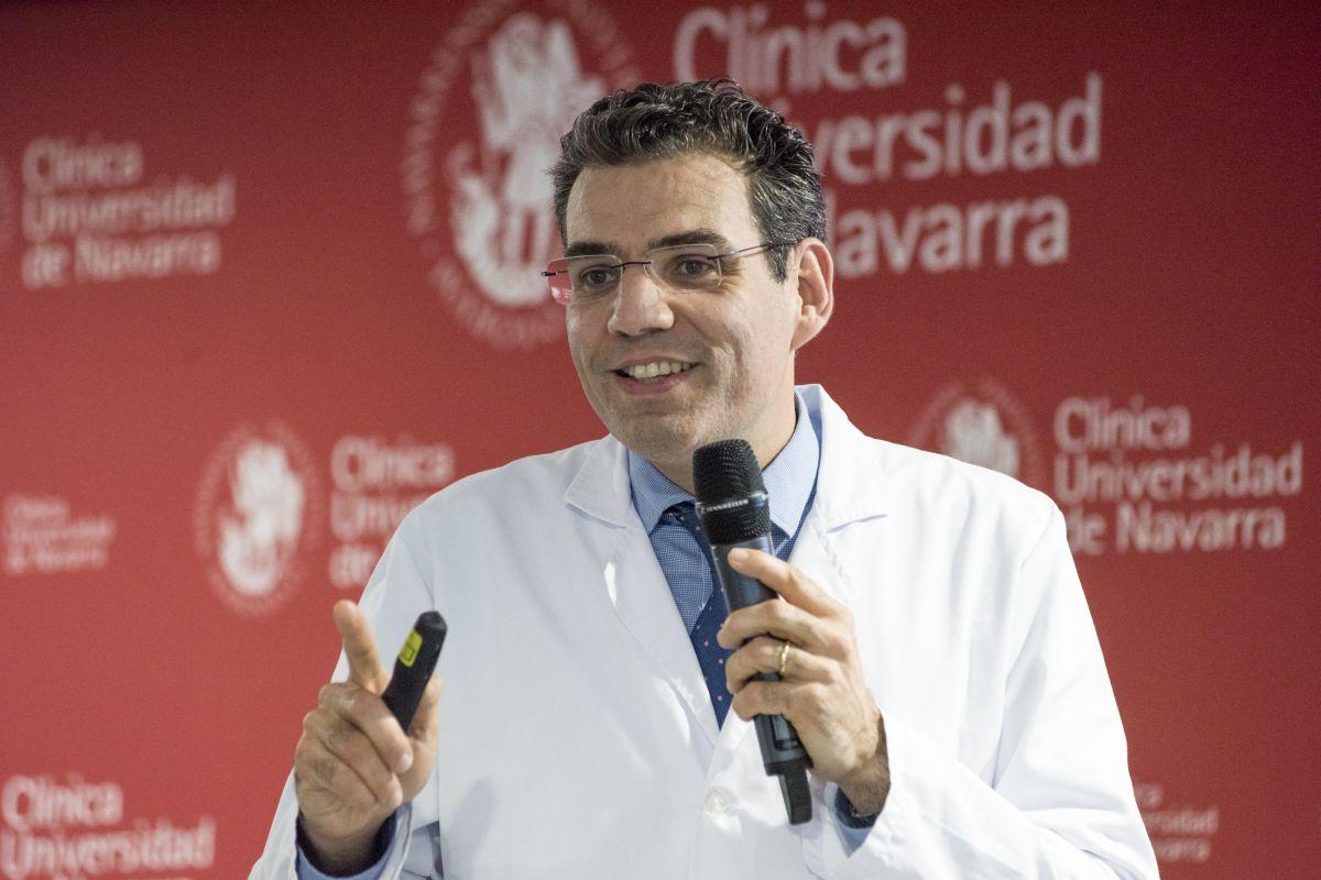 Ignacio Gil Bazo, codirector de Oncología de la CUN, en Pamplona, explica el desarrollo de este proyecto internacional. FOTO: CUN.