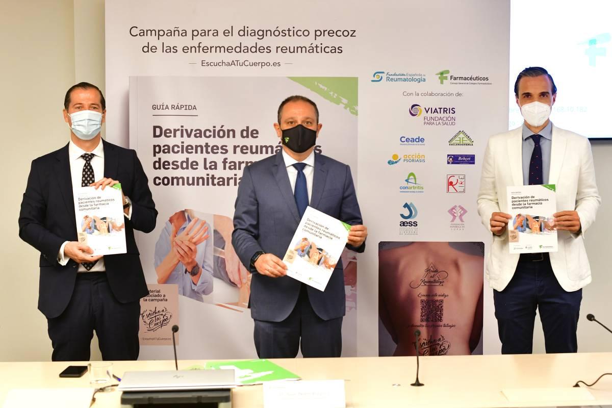 Javier Anitua (Fundación Viatris), Juan Pedro Rísquez (Consejo de COF) y Marcos Paulino (SER), durante la presentación de la campaña campaña 'Escucha a tu cuerpo'.