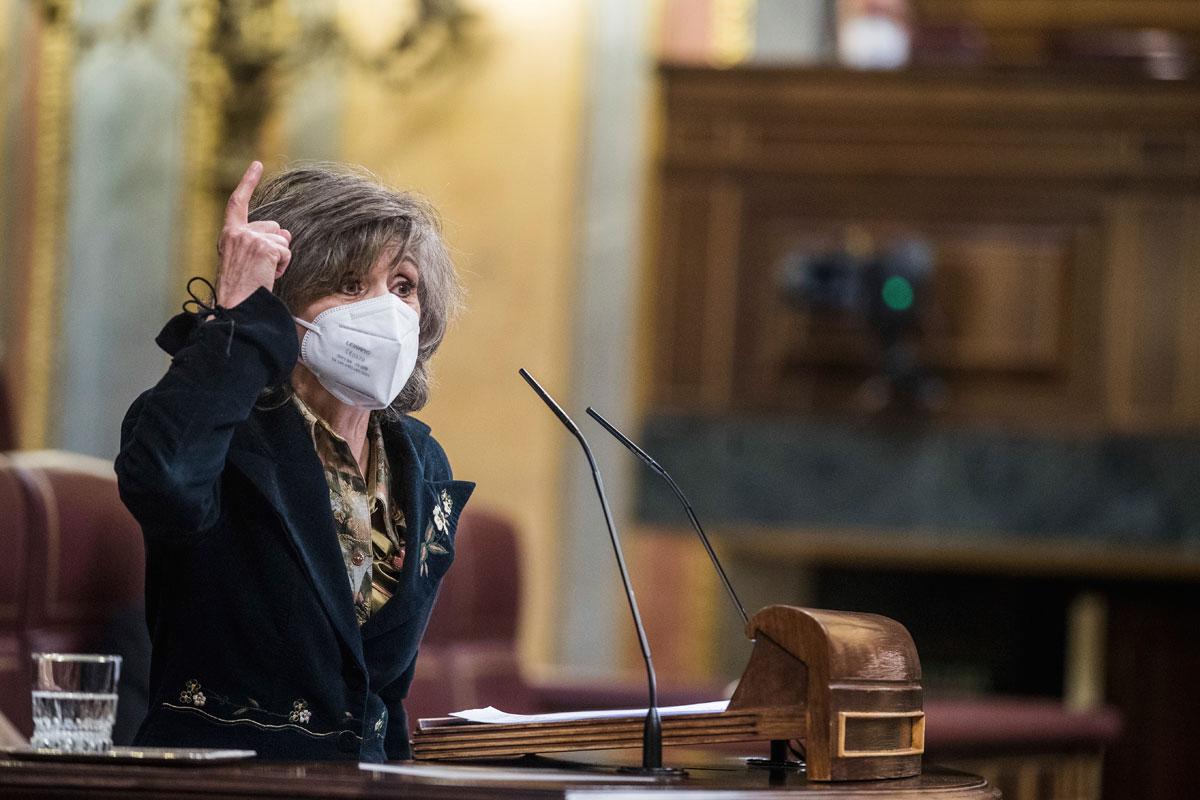 La exministra de Sanidad, María Luisa Carcedo, en su defensa de la ley de eutanasia.