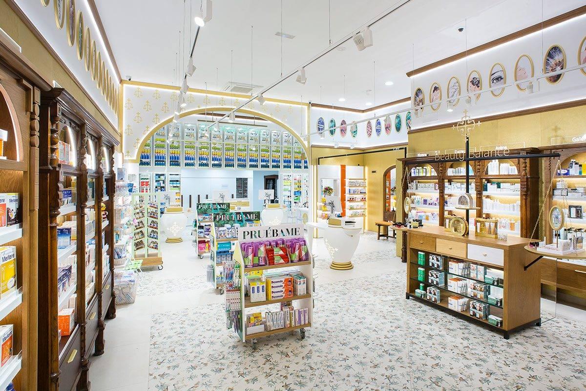 La luz es una de las partes más importantes del diseño de Farmacia Mª Paz. FOTO: Marketing-Jazz.