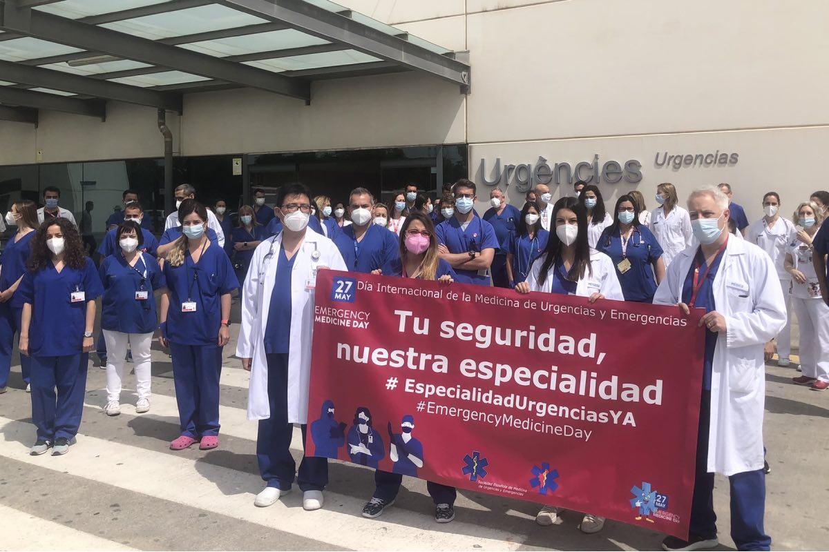 Aspecto de una de las concentraciones celebradas el 27 de mayo para reclamar la especialidad, concretamente en el Hospital La Fe, de Valencia (FOTO: Semes-Valencia).