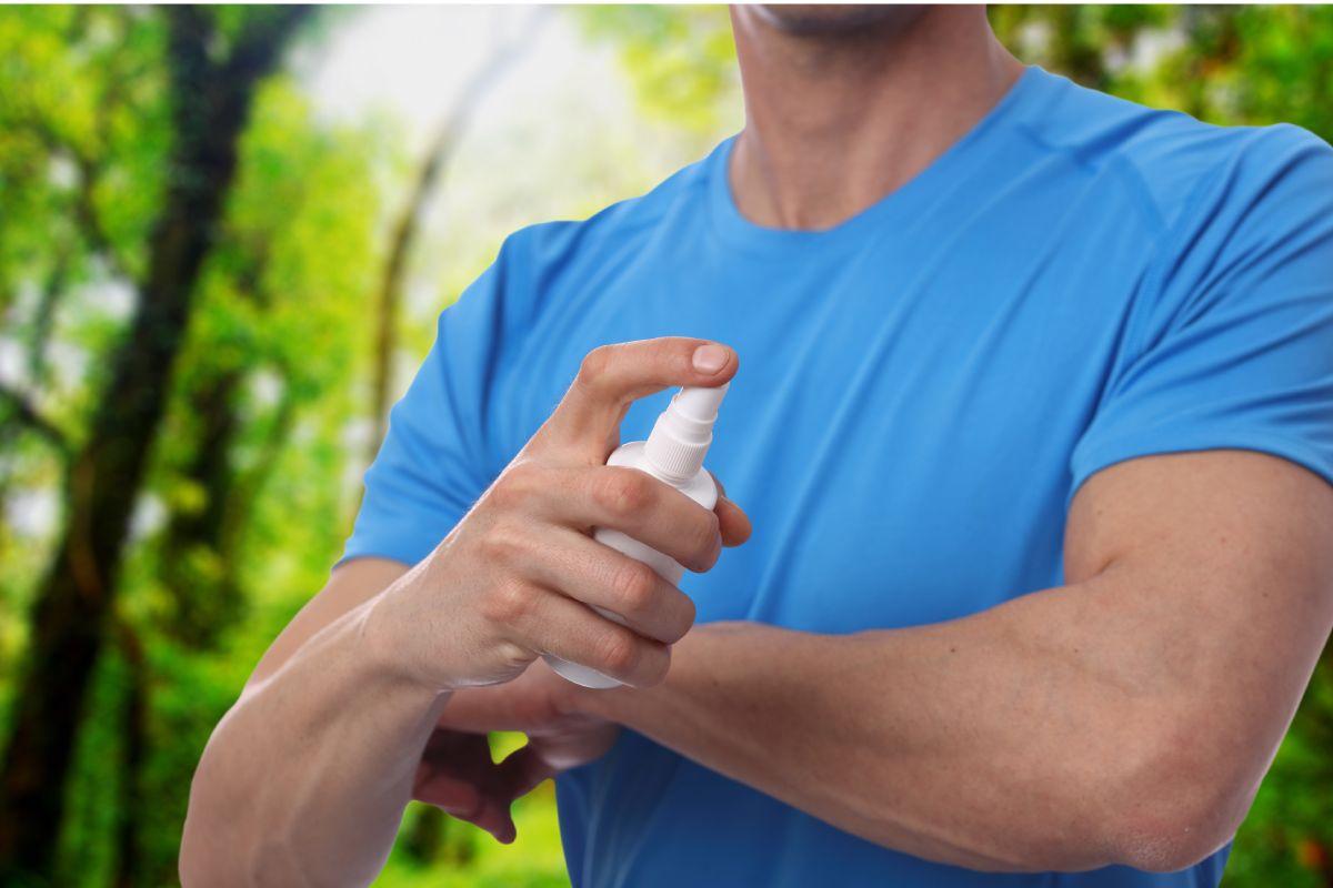 Para evitar las picaduras, es recomendable utilizar aerosoles (insecticidas) de uso doméstico y en espacios ventilados.