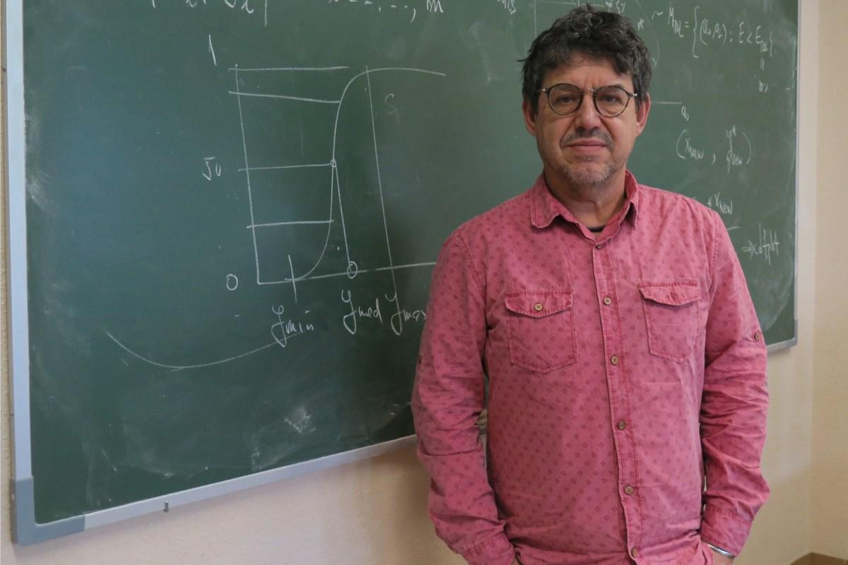 Juan Luis Fernández-Martínez, catedrático de la Universidad de Oviedo y coordinador del grupo de Problemas Inversos, Optimización y Aprendizaje Automático.