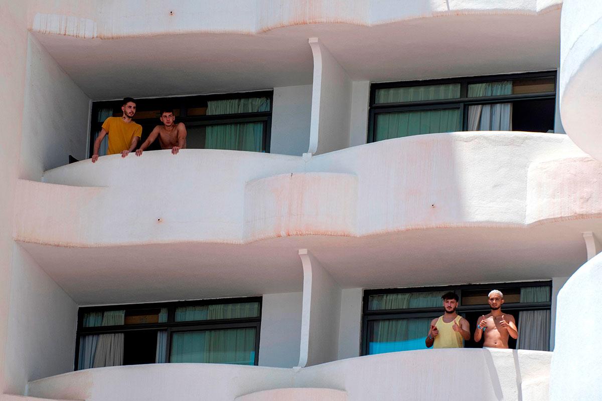 Estudiantes de viaje de fin de curso en Mallorca confinados en un hotel por el brote de covid.