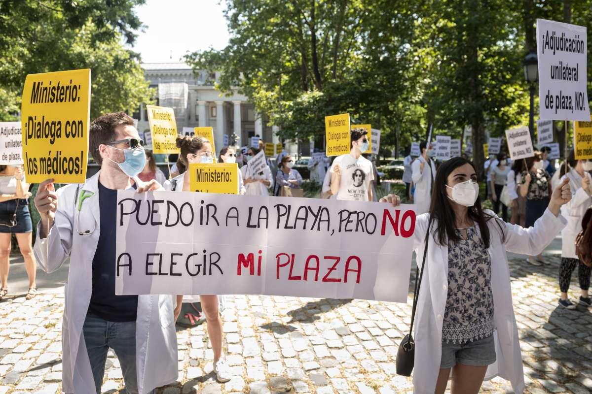 Manifestación de los MIR por la elección presencial de plaza.