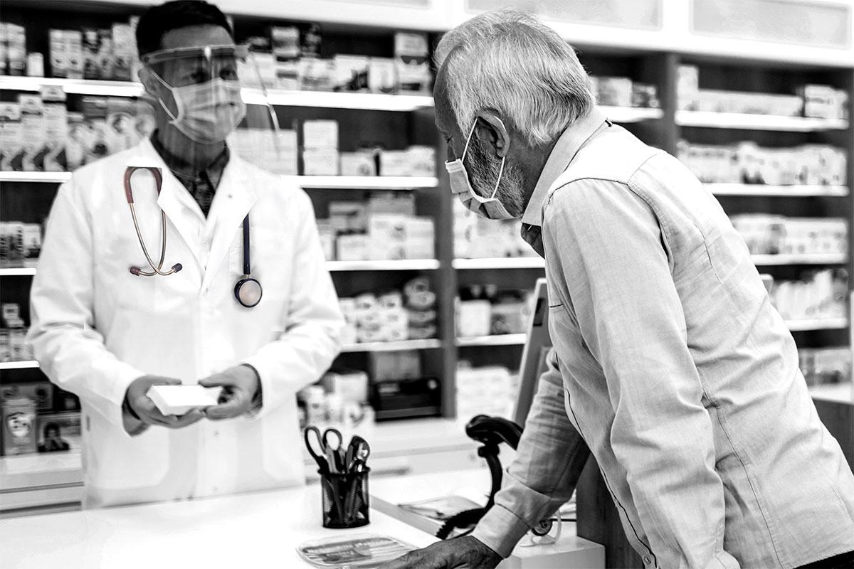 Los programas de cribado de cáncer de colon, la detección de pacientes covid asintomáticos y las campañas sanitarias dan fe de la labor del farmacéutico en salud pública.