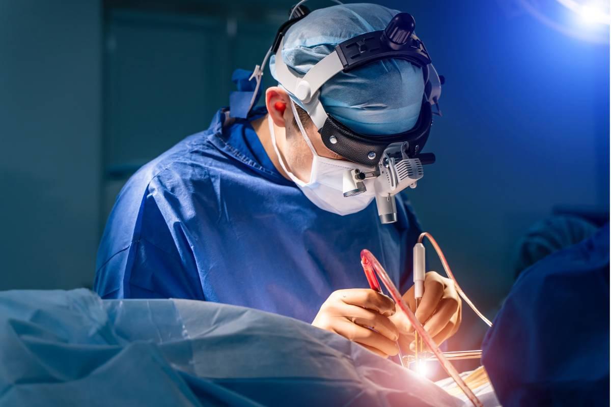En el primer semestre de 2020 la demora media para ser intervenido quirúrgicamente subió desde los 121 días hasta los 170 días en junio de 2020.
