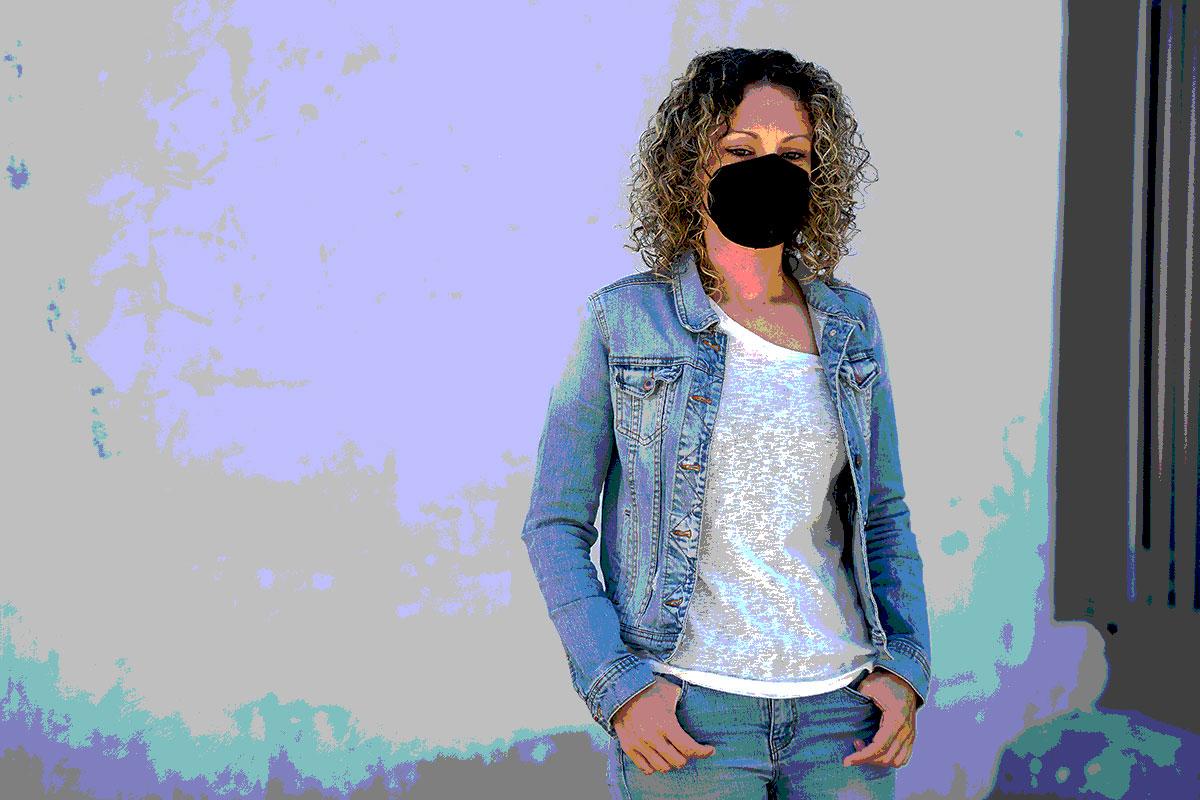 Sonia Serrano, farmacéutica de Paiporta (Valencia), se contagió de covid-19 poco después de que empezara el estado de alarma (FOTOS: Kike Taberner, Cata Zambrano y Xavi Buil)